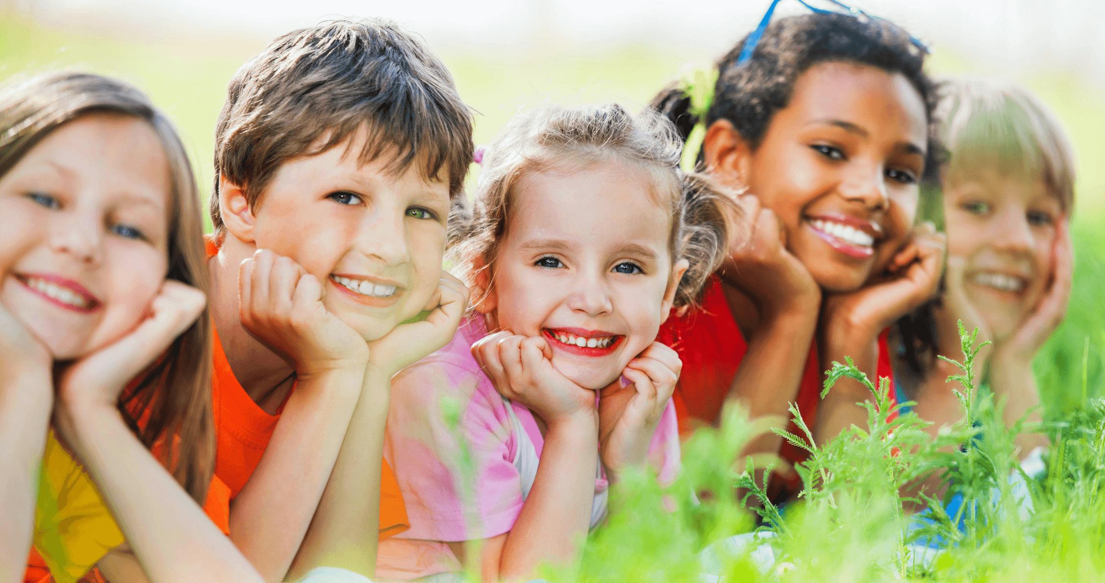 Tiene mi hijo que esperarse hasta que salgan todos los dientes permanentes para ver a un ortodoncista?